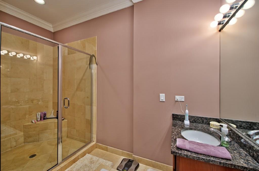 Vana, nebo sprcha? Dilema malých prostor