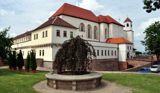 Špilas - krásný park s hradem uprostřed města